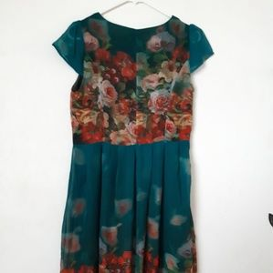 Dresses & Skirts - Nwt Floral midi dress